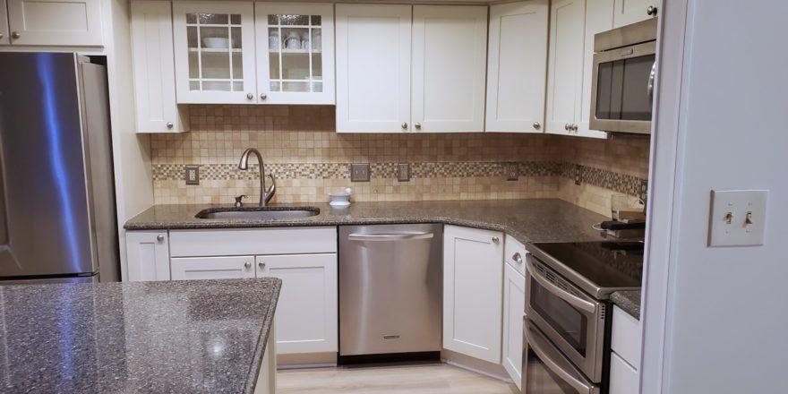 Midtown-Square_Unit-301_kitchen-2_1600x900