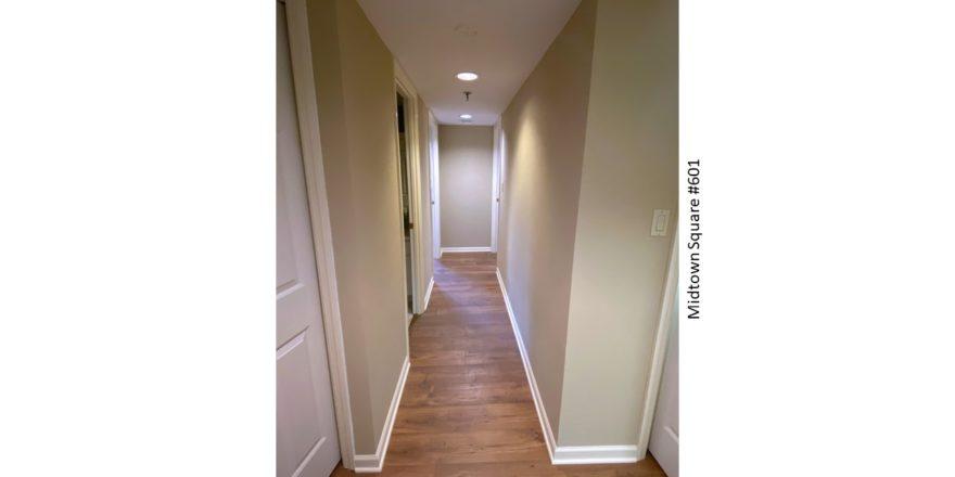 Midtown-Square_Unit-601_Hallway-1_1600x900