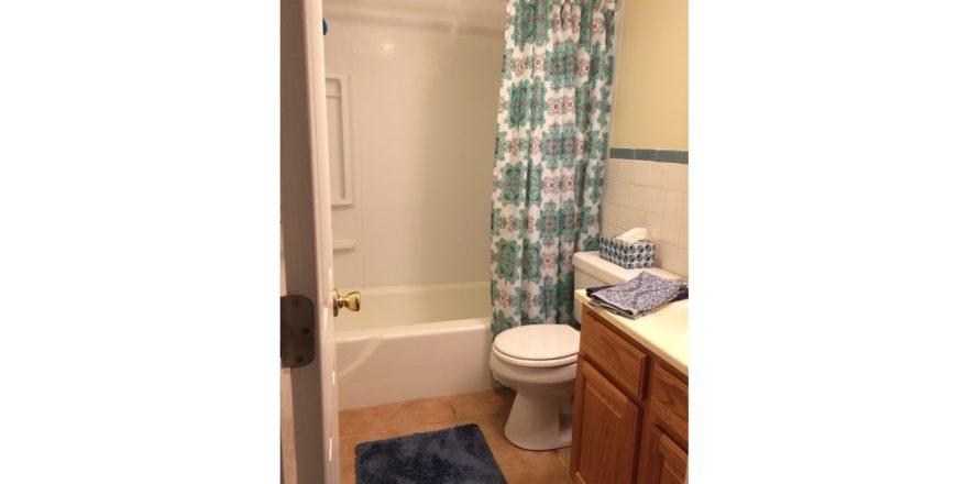 Fairmount Hills 1 bedroom model bathroom